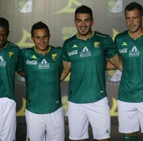 León presenta sus nuevos uniformes en el domo de la feria. foto: Mario Armas